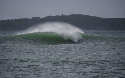 Surf à Marseille⎜Une course après la houle